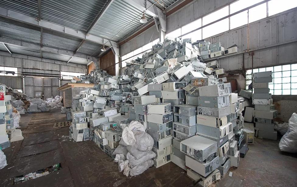 на заводе по утилизации старой бытовой техники